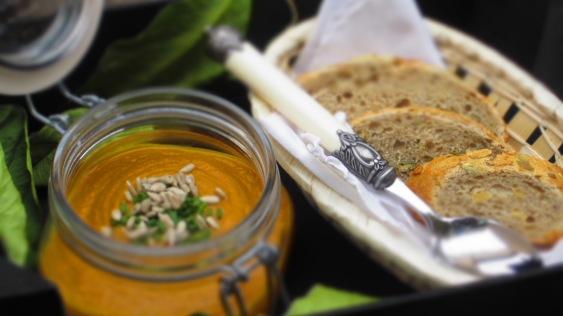 Deliciosamente sano crema de boniato y zanahoria