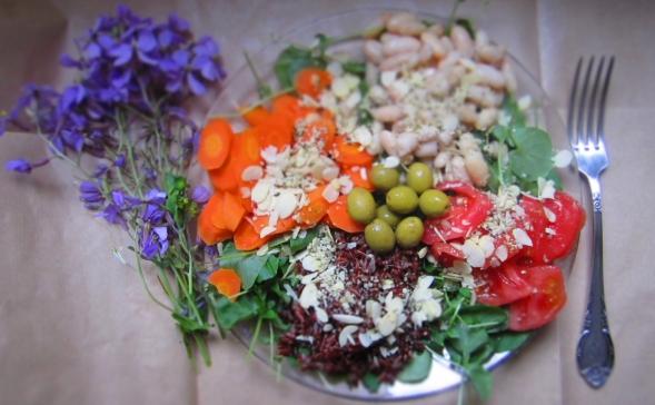 Deliciosamente sano Ensalada de berros con judías blancas y arroz rojo 1
