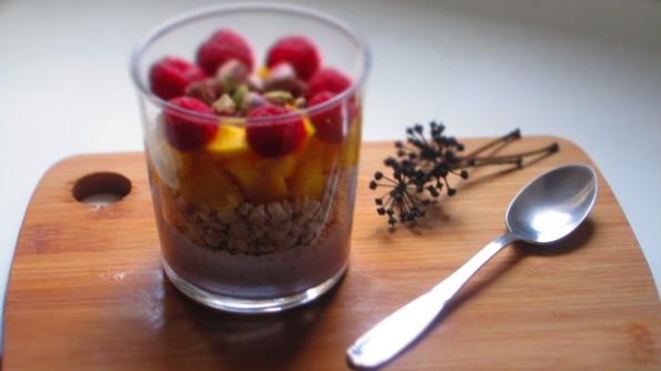 Deliciosamente sano Trigo sarraceno inflado con frutas y pistachos 2