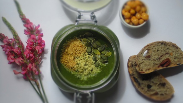 Deliciosamentesano crema de espinacas y guisantes (1)