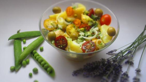 Deliciosamentesano ensalada de patata y guisantes (1)