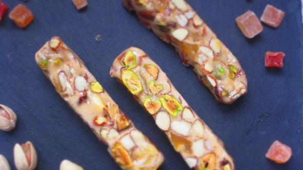Deliciosamentesano turrón de amendras, pistachos y mango (4)